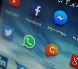 Facebook, WhatsApp, ChatOn, Messenger